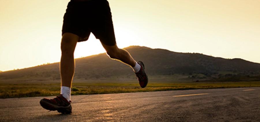 Повышение уровня гормона роста не только улучшает спортивные результаты, но также положительно влияет на наше эмоциональное состояние и характер сна.